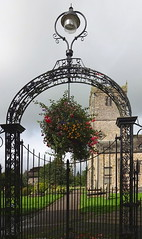 St Mary's Church, Kirkby Lonsdale (Snapshooter46) Tags: stmaryschurch kirkbylonsdale cumbria gate wroughtiron ironwork flowerbasket hangingbasket