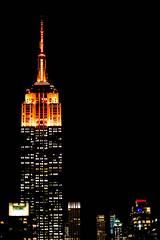 Dark (pi3rreo) Tags: dark orange extérieur nuit night apple ipod newyork empire state building immeuble skyscraper city ville urbain urban rooftop manhattan light lumières ambiance hauteur haut vertical