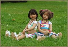 Setina und Milina ... (Kindergartenkinder) Tags: sommer blumen personen kindergartenkinder garten blume park annette himstedt dolls setina milina wasserschlosslembeck