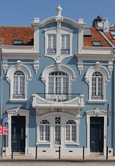 Les belles demeures d'Aveiro (hans pohl) Tags: portugal aveiro houses maisons façades fenêtres windows architecture portes doors