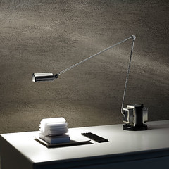 Tischlampe (lichthausmösch.de) Tags: berlin stilwerk designart modern lighting light licht tischlampe tischleuchte lampe leuchte tisch weis chrom alu lumina italia italien