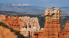 Proud (Francoise100) Tags: usa panoramic panorama landschap paisagem paysage landschaft landscape cliffs rocks horizon rot red rouge iconic nationalpark bryce canyon hoodoos utah ut