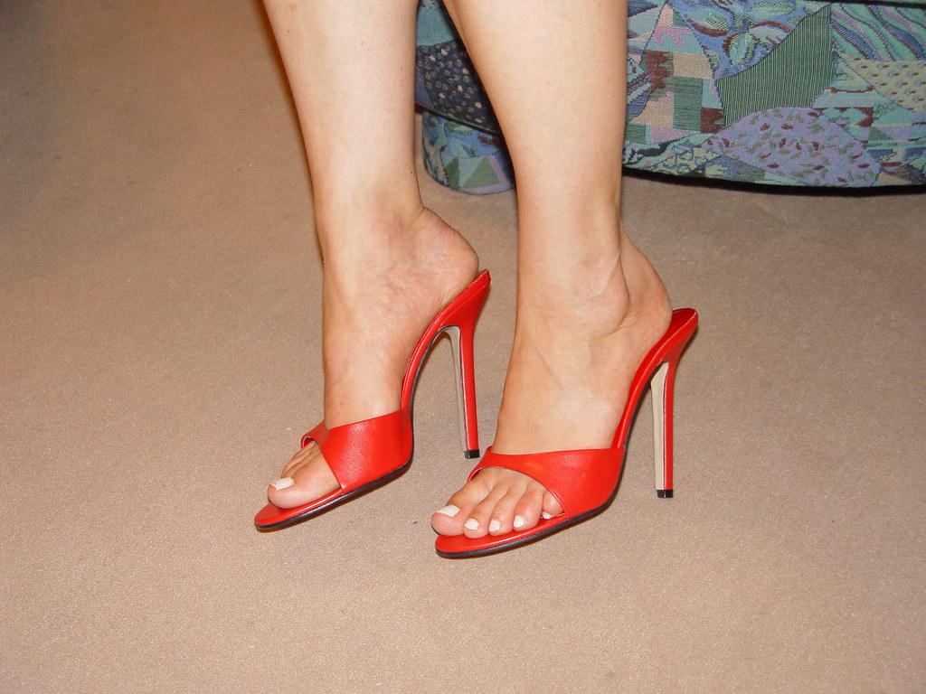 1eb553f79c pic0100 (KnulliBulli) Tags: heels highheels mules slides nylons toes fuss  füsse legs pantoletten