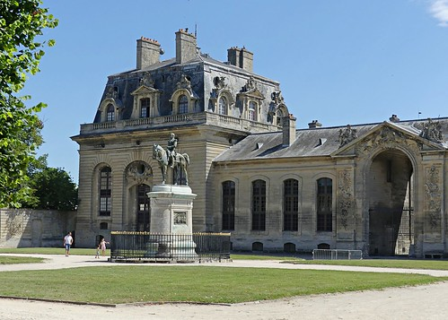 F05 Chantilly stables