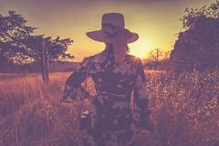 Goodbye Tuscany! (der_peste) Tags: sunset sundown sunstar italy italia matte woman women behind field meadow hat maremma tuscany toskana sorano sovana pitigliano