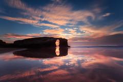 Praia de As Catedrais (Blanco Carlos) Tags: galicia playa catedrales catedrais ribadeo ocaso atardecer mar colo agua reflejo nocturna larga exposicion