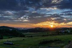 Atardecer en Zanzabornín, Asturias (ccc.39) Tags: asturias gazón carreño zanzabornin campo naturaleza atardecer nubes nuboso ocaso prados