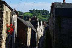 Greenhill, Wirksworth (Blue sky and countryside) Tags: greenhill wirksworth derbyshire england steep attractive redpelargonium limestone houses climbing exercise summer pentax