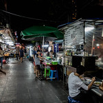 Marché de nuit de Rama IV, Bangkok, Thaïlande thumbnail
