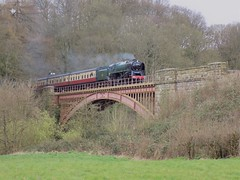92214 crossing Victoria Bridge, Arley (simonjohn4) Tags: 92214 standardclass9f severnvalley brstandard steam locomotive