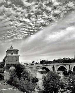 Ponte nuvoloso
