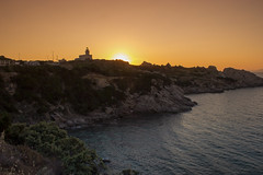 Atardecer con vistas al faro di Capo Testa (Ál Men-chez) Tags: italia cerdeña santateresadigalladura faro atardecer dorada paisaje mar cabo