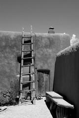 House of Georgia O'Keeffe in Abiquiu, New Mexico, USA. (cbrozek21) Tags: georgiaokeeffe house abiquiu newmexico adobehouse architecture art ladder blackandwhite wall bench pentaxart
