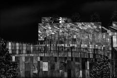 Horizontales, verticales et diagonales (vedebe) Tags: noiretblanc netb nb bw monochrome architecture ville city rue street urbain aixenprovence provence théâtre art