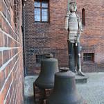 Zwei Glocken und die Rolandstatue thumbnail