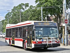 Toronto Transit Commission 8424 (YT   transport photography) Tags: ttc toronto transit commission nova bus lfs