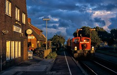Klanxbüll evening (rolfstumpf) Tags: deutschland db deutschebahn br335 klanxbüll güterzug germany marschbahn railway trains freighttrain sunset evening clouds fujichrome astia
