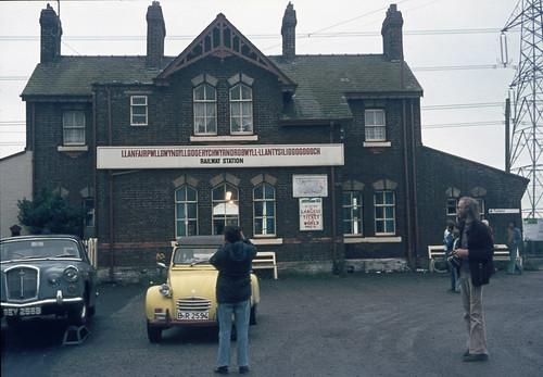 Llanfairpwllgwyngyllgogerychwyrndrobwllllantysiliogogogoch Railway Station