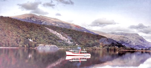 Snowdon star on padarn lake.