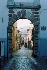 F1000010 (saracarodrigues) Tags: pentax spotmatic asahipentaxspotmatic fujicolor200 setubal portugal 1stroll experience street old city