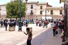 _MG_1652 (galoware) Tags: peru tawantinsuyu cuzco cusco qosco mercado san pedro niño chico kid boy people sigma30mmf14dchsmart city ciudad cityscape calle street urban urbano paisajeurbano