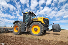 New JCB Fastrac 8330 Tractor (martin_king.photo) Tags: cultivating preparingsoil jcbfastrac jcb jcbfastrac8330 new neuheit sky clouds cloudyday field autumn tschechischerepublik powerfull martinkingphoto machines strong agricultural greatday great czechrepublic welovefarming agriculturalmachinery farm workday working modernagriculture landwirtschaft machine machinery hugemachine big work köckerling vector köckerlingvector bluesky trelleborg trelleborgtyres trelleborgagri
