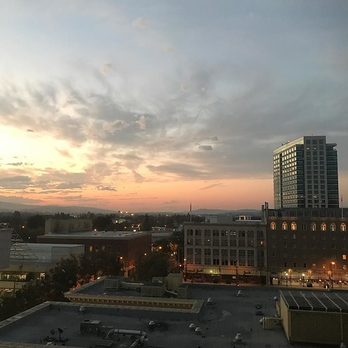 6.30am, daybreak in San Jose, California. We will soon witness the ground shaking news from Apple's nearby headquarter. 6.30am、サンノゼの夜明け。 まもなく近くにできたアップル新社屋から世界に轟くニュースが発信されます。 #AppleEvent September 12, 2017