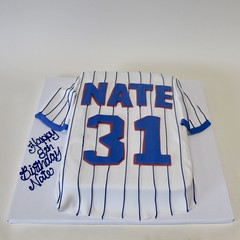 Cubs Jersey - Nate 31 301042 (Creative Cakes - Tinley Park) Tags: singlelayercake cubsjersey baseball fondantlayon pinstripes