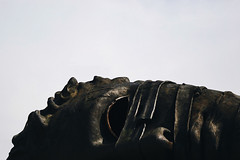 Por una Cabeza (Pakinho10) Tags: polonia poland polska outside cracovia krakow erosbendato eros statue estatua monument monumento city bound minimalism minimalist minimalismo minimalista