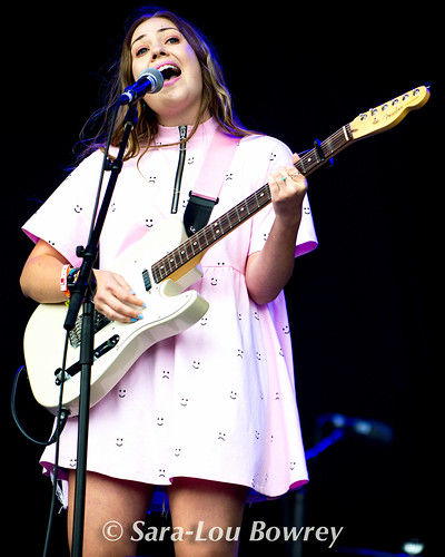 Lauran Hibberd at Bestival 2017