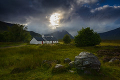 Negro Rock Cottage (GorkaZarate) Tags: negro frio casadecampo vivienda escarcha cerros aislado paisaje montaña remoto roca escocia nieve invierno glencoe