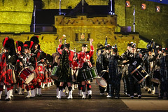 Tattoo 2nd Visit-28 (Philip Gillespie) Tags: 2017 edinburgh international military tattoo splash tartan scotland city castle canon 5dsr crowds people boys girls men women dancing music display pipes bagpipes drums fireworks costumes color colour flags crowd lighting esplanade mass smoke steam ramparts young old cityscape night sky clouds yellow blue oarange purple red green lights guns helicopter band orchestra singers rain umbrella shadows army navy raf airmen sailors soldiers india france australia battle reflections japan fire flames celtic clans