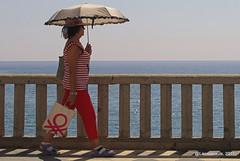 Mujer con parasol paseando junto al mar (Landahlauts) Tags: андалузија ḥiṣnalmunakkar almuñecar andalousie andalouzia andalucia andalusia andalusie andalusien andalusiya andaluzia andaluzio andaluzja comarcadecostatropical costagranadina endulus firmumiuliumsexs sexi sexifirmumiulium robado extraño mujer woman umbrella stranger stealingsouls robandoalmas playa beach sun sol radiacionsolar paseomaritimo benetton europa comarcadelacostagranadina アンダルシア州 comarca أندلوسيا אנדלוסיה андалусия 안달루시아지방 安達魯西亞 اندلوسيا андалусія আন্দালুসিয়া ανδαλουσία اندلس андалуси andaluz アンダルシア الأندلس 安达卢西亚 安達盧西亞 andalucía costatropicalgranadina แคว้นอันดาลูเซีย ანდალუსია グラナダ 安達魯西亞自治區 منطقةحكمذاتيالأندلس منطقةالأندلسذاتيةالحكم κοιμητήριον alandalus manobasexiarmun almunakkab paseodelacaletilla