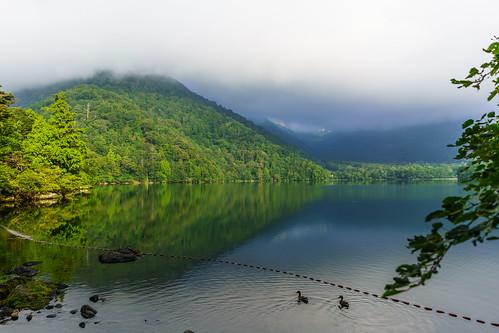 早朝の湯ノ湖