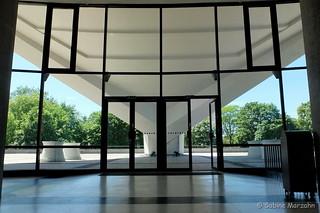 Kongreßhalle/ von drinnen nach draußen