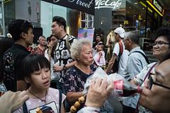 * (Sakulchai Sikitikul) Tags: street snap streetphotography songkhla drinking thailand hatyai a7s 28mm voigtlander streetfood sony