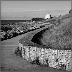 Cove to Cove. (Jason 87030) Tags: wall pathway walk ventnor island iow isleofwight| scene view square frame border uk england seaside coast castlecove 2steephil coveperspectivecompositionblackblancnoirwhitebbwbw bbw holiday august 2017 mono
