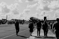 Arrival (Von Noorden) Tags: noiretblanc einfarbig wand black white blackandwhite bw sw schwarzweiss topv airport lübeck germany blankensee people streetphotography streetart street plane airplane