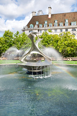 (gerrymccabe) Tags: rainbow fountain london peacefulplace beautiful