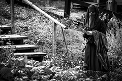 Woman at Skansen in Stockholm, Sweden 29/8 2017. (photoola) Tags: stockholm skansen street sv woman monochrome blackandwhite photoola sweden burqua