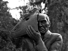 Wolfgang Mattheuer 1927 - 2004 (ingrid eulenfan) Tags: leipzig südfriedhof wolfgangmattheuer grabstelle graveyard cemetery figur bronzeplastik maler künstler grafiker bildhauer