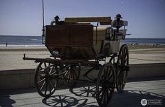 Aparcado al lado del mar (J.Gargallo) Tags: carroza carruaje carro mar marmediterraneo playa benicassim castellón españa comunidadvalenciana sea beach belleepoque canon canon450d canonefs18200 eos eos450d 450d
