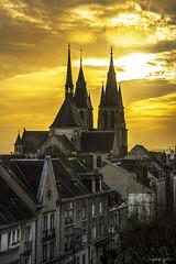 Eglise Saint Nicolas (Sugarth/Photo) Tags: ciel eglise jaune blois stnicolas stlaumer france loircher nikond600 nikkor2485mm toits sky sunset roofs