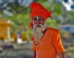 the Guru (werner boehm *) Tags: wernerboehm portrait india guru bart indien agra turban rot red bokeh ps freigestellt