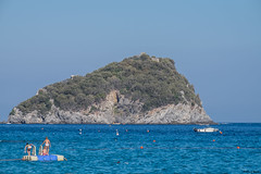 l'isola di Bergeggi da vicino (Clay Bass) Tags: 55200 bergeggi spotorno fuji natural sea xt1