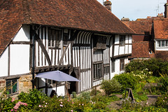 Wealden Hall House (Keith in Exeter) Tags: wealdenhall house battle england english sussex medieval halftimbered garden tiles leadedlights architecture building outdoor