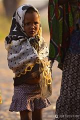 15-09-16 Ruta Okavango Namibia (482) R01 (Nikobo3) Tags: áfrica namibia khaudum tamsu nyaenyae bosquimanos culturas color tribus etnias people gentes portraits retratos social pueblos poblados aldeas rural vidasalvaje travel viajes nikon nikond800 d800 nikon7020028vrii nikobo joségarcíacobo flickrtravelaward ngc wonderfulworld natgeofacesoftheworld