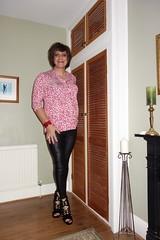 London 20/09/17 (Victoria HS) Tags: girl tgurl sexy hot leggings lgbt high heels highheels horny strappy sandals strappysandals transvestite crossdresser