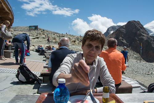 Si pranza con vista sulle vette e sui ghiacciai