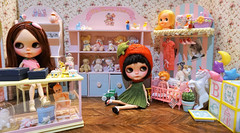 The Kueh sisters were happy to hang out in this fabulous toy room while Ma is busy shopping at BlytheCon......